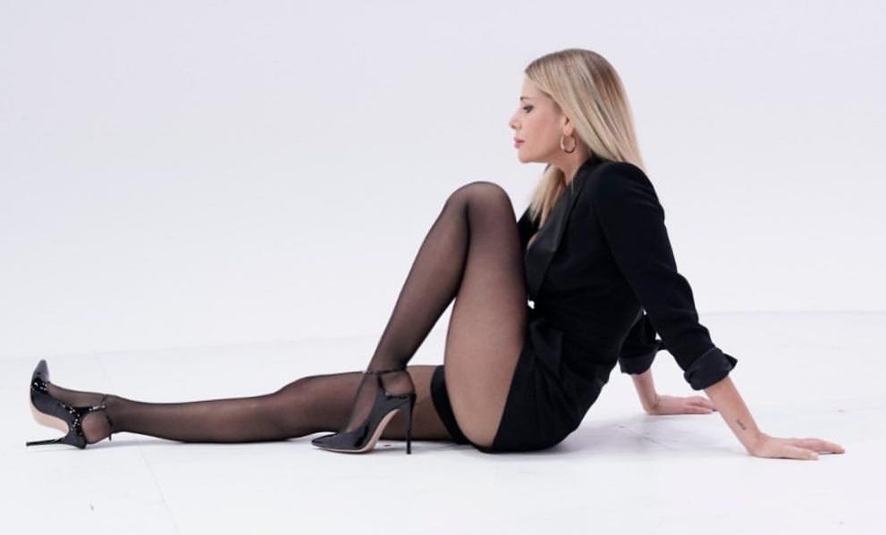 Alessia Marcuzzi in collant neri